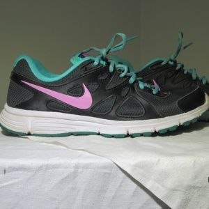 Women's Nike Revolution 2 Pink Black & Green S 10